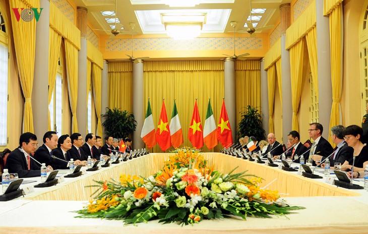 Staatspräsident Tran Dai Quang empfängt irischen Präsidenten Michael Daniel Higgins - ảnh 1
