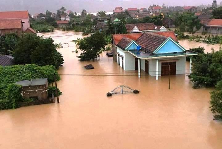Überflutungen in Zentralvietnam - ảnh 11