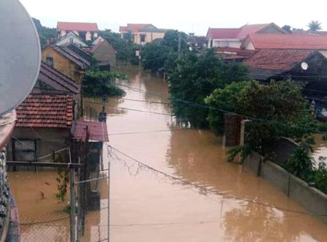 Überflutungen in Zentralvietnam - ảnh 12