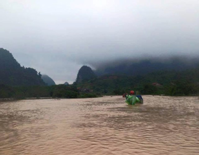 Überflutungen in Zentralvietnam - ảnh 13