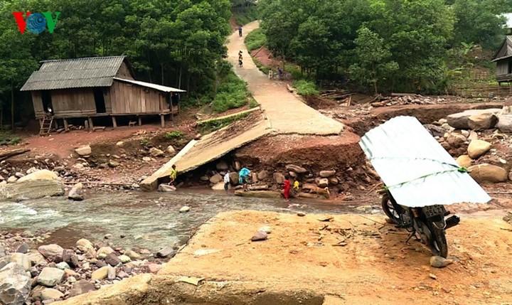 Überflutungen in Zentralvietnam - ảnh 14