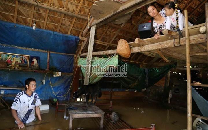 Überflutungen in Zentralvietnam - ảnh 5