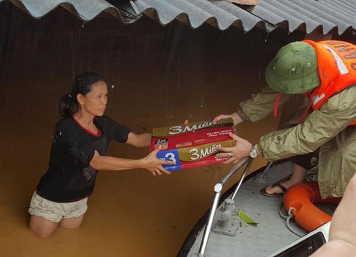 Überflutungen in Zentralvietnam - ảnh 9