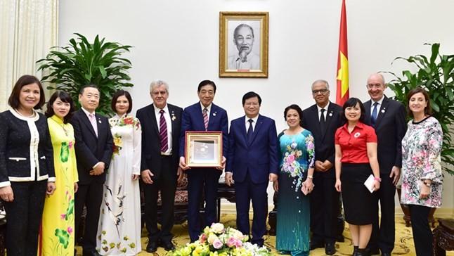 Vizepremierminister Trinh Dinh Dung empfingt Vorsitzenden des internationalen Roten Kreuzes - ảnh 1