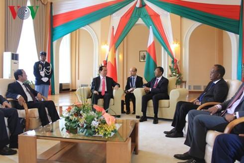 Staatspräsident Tran Dai Quang trifft Präsident Madagskars Hery Rajaonarimampianina - ảnh 1