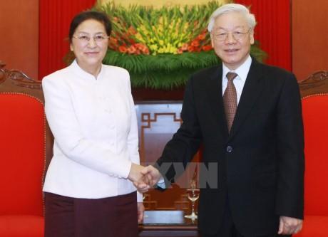 KPV-Generalsekretär Nguyen Phu Trong empfängt laotische Parlamentspräsidentin  - ảnh 1