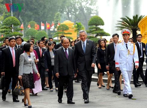 Singapurs Premierminister Lee Hsien Loong beendet seinen Besuch in Vietnam - ảnh 1