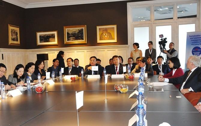 Vizepremierminister Vuong Dinh Hue besucht Wirtschaftszentren in Belgien - ảnh 1