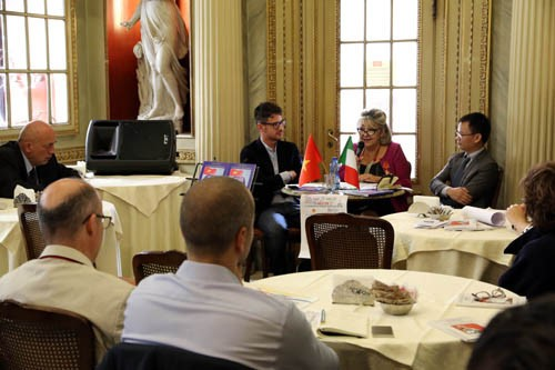 Italienische Gelehrte veröffentlicht neues Buch über Souveränität Vietnams gegenüber Inseln und Meer - ảnh 1