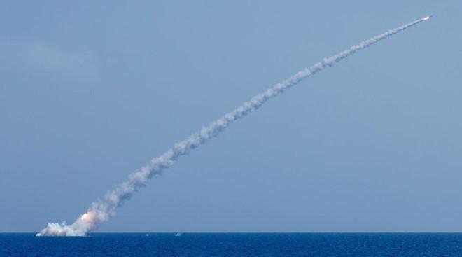 Russisches Militär greift IS-Stellungen in Syrien an - ảnh 1
