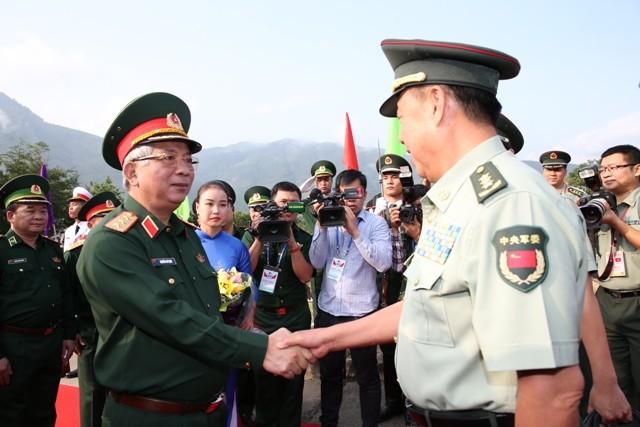 Treffen zwischen Vertretern des Militärs von Vietnam und China - ảnh 1