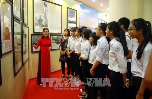 Ausstellung von Landkarten und Exponaten über vietnamesische Inselgruppen Hoang Sa und Truong Sa - ảnh 1