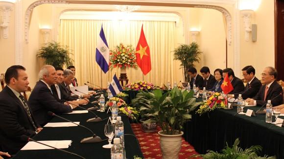 ประธานรัฐสภาประเทศเอลซัลวาดอร์ Sigfrido Reyes เยือนเวียดนาม - ảnh 1