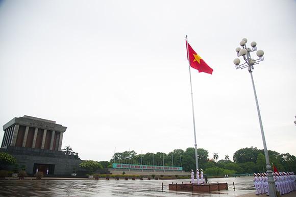 พิธีเคารพธงชาติบนหมู่เกาะ Trường Sa และแผ่นดินใหญ่ - ảnh 1