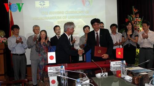 พิธีลงนามข้อตกลงความร่วมมือระหว่างสถานีวิทยุเวียดนามกับสำนักข่าว จิจิ เพรสส์ ของญี่ปุ่น - ảnh 2