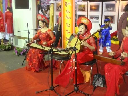 งานเทศกาลเต๊ดเวียตนามที่อุดรธานี - ảnh 4