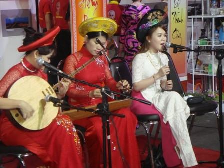 งานเทศกาลเต๊ดเวียตนามที่อุดรธานี - ảnh 6