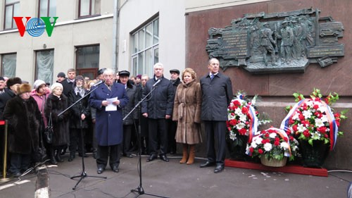 รัสเซียเปิดป้ายอนุสรสถานเพื่อรำลึกถึงชาวรัสเซียในสงครามพิทักษ์รักษาปิตุภูมิ - ảnh 1