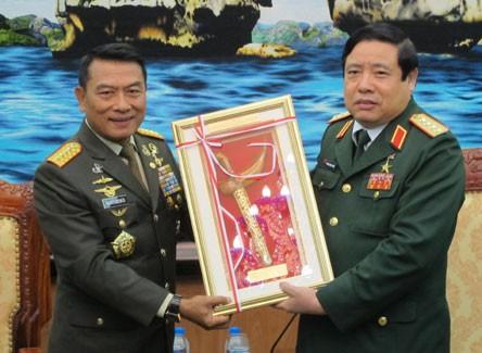 เวียดนามและอินโดนีเซียขยายความร่วมมือด้านกลาโหม - ảnh 1