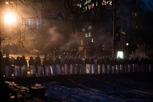 วิกฤติการเมืองในยูเครนมีสัญญาณคลี่คลายลง - ảnh 1