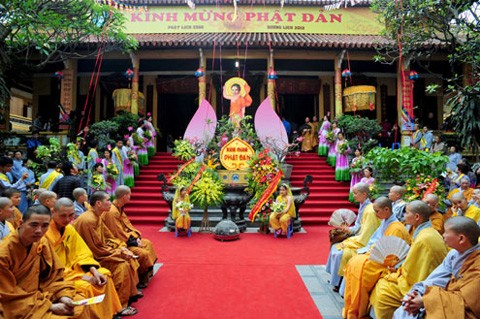 ศาสนาต่างๆในเวียดนามประกอบศาสนกิจอย่างเสรีและเสมอภาค - ảnh 2