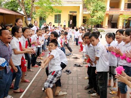 """5 ปีการปฏิบัติขบวนการแข่งขัน """"สร้างสรรค์โรงเรียนที่เป็นมิตรและนักเรียนมีส่วนร่วมอย่างเข้มแข็ง"""" - ảnh 1"""
