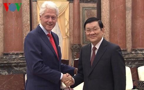 ผู้นำพรรคและรัฐเวียดนามให้การต้อนรับอดีตประธานาธิบดีสหรัฐ บิลคลินตัน - ảnh 2