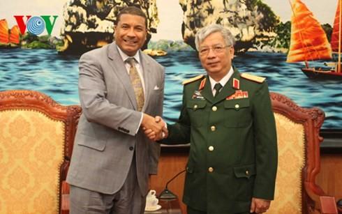 เวียดนามและสหรัฐขยายความร่วมมือด้านกลาโหม - ảnh 1