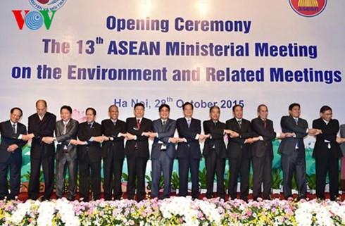 เวียดนามเป็นฝ่ายรุกในการปฏิบัติวิสัยทัศน์ประชาคมอาเซียนปี 2025 - ảnh 1