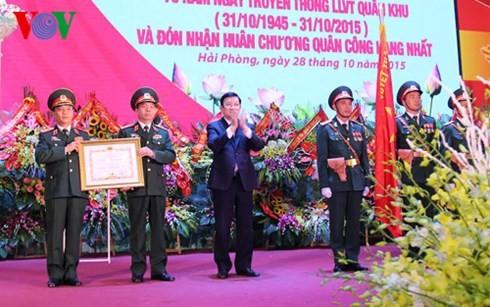 ประธานปท.มอบเหรียญอิสริยาภรณ์ชัยชนะชั้นหนึ่งให้แก่กองกำลังติดอาวุธกองทัพภาคที่ 3 - ảnh 1