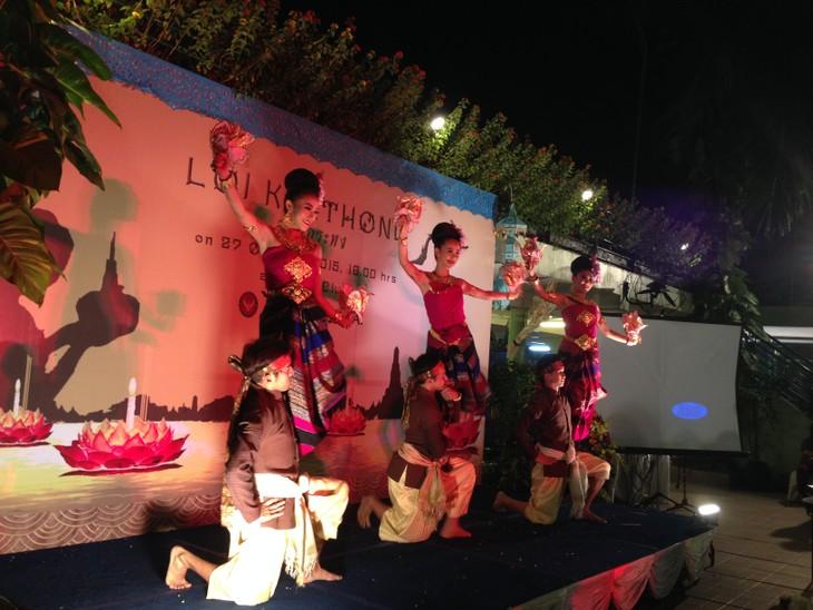 ความงามของงานลอยกระทงในกรุงฮานอย - ảnh 2