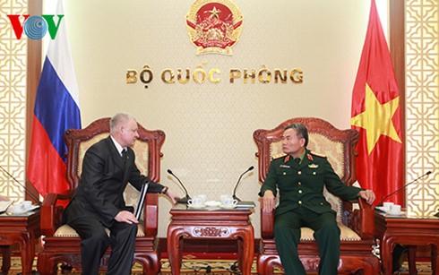 รัฐมนตรีช่วยว่าการกระทรวงกลาโหมเวียดนามให้การต้อนรับอุปทูตของสถานทูตรัสเซีย - ảnh 1