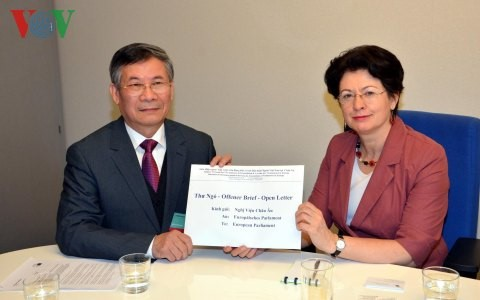 คณะผู้แทนและสมาคมต่างๆของชาวเวียดนามในยุโรปส่งจดหมายเปิดผนึกถึงสภายุโรป - ảnh 1