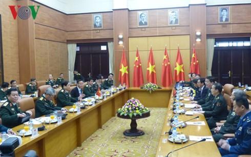 รัฐมนตรีว่าการกระทรวงกลาโหมจีนเยือนสันถวะไมตรีเวียดนามอย่างเป็นทางการ - ảnh 1
