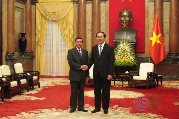 ประธานประเทศเจิ่นด่ายกวางให้การต้อนรับนาย คำเมิง พงทะดี ปลัดสำนักประธานประเทศลาว - ảnh 1
