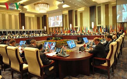นายกรัฐมนตรี เหงียนซวนฟุก เข้าร่วมพิธีเปิดการประชุมสุดยอดเอเชีย-ยุโรปหรืออาเซมครั้งที่ 11 - ảnh 1