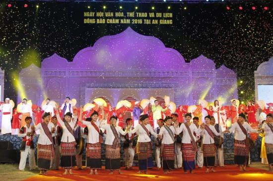 ปิดงานวันวัฒนธรรม การกีฬาและการท่องเที่ยวชุมชนชนเผ่าจามทั่วประเทศครั้งที่ 4 - ảnh 1