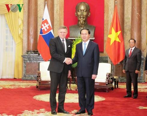 ผู้นำเวียดนามให้การต้อนรับนายกรัฐมนตรีสโลวาเกีย โรเบิร์ต ฟิโก - ảnh 1