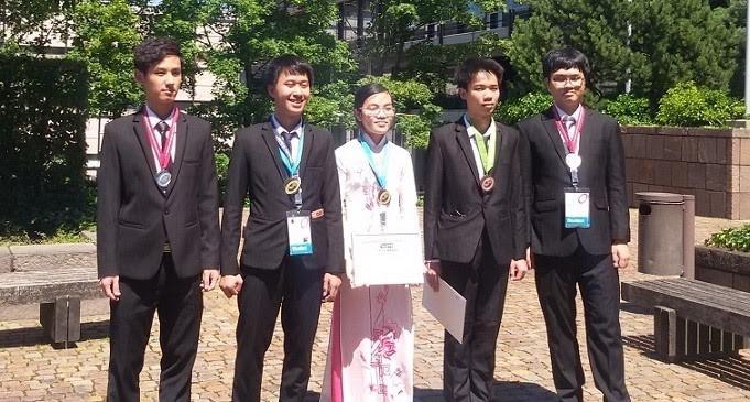 คณะนักเรียนเวียดนามได้รับ 2 เหรียญทองในการแข่งขันฟิสิกส์โอลิมปิกระหว่างประเทศปี 2016 - ảnh 1