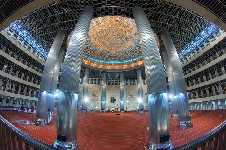 มัสยิด อิสติกลัล – สัญลักษณ์ของชาวมุสลิมอินโดนีเซีย - ảnh 3