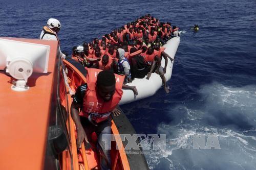 ผู้อพยพ 6,500 คนได้รับการช่วยเหลือกลางทะเลลิเบีย - ảnh 1
