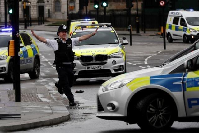 ผู้ที่ถูกจับกุมตัวในเหตุโจมตีใกล้อาคารรัฐสภาอังกฤษถูกสงสัยว่ามีแผนโจมตีก่อการร้าย - ảnh 1