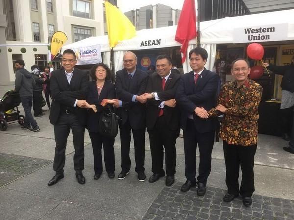 เวียดนามเข้าร่วมงานแสดงสินค้าราตรีอาเซียน 2017 ณ นิวซีแลนด์ - ảnh 1