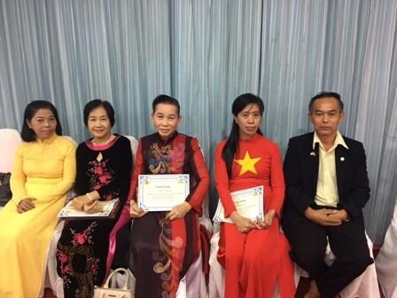 ชมรมชาวเวียดนามในอำเภอพังโคนได้ประสานกับโรงเรียนวิทยาคารเปิดชั้นเรียนสอนภาษาเวียดนามให้แก่นักเรียน - ảnh 4