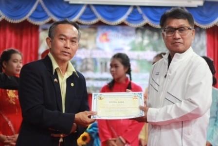 ชมรมชาวเวียดนามในอำเภอพังโคนได้ประสานกับโรงเรียนวิทยาคารเปิดชั้นเรียนสอนภาษาเวียดนามให้แก่นักเรียน - ảnh 3