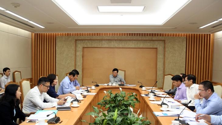 รองนายกรัฐมนตรี ฝ่ามบิ่งมิงห์ เป็นประธานการประชุมเกี่ยวกับการใช้เงินโอดีเอ - ảnh 1