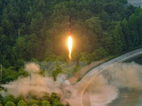 ผู้นำสหรัฐ จีนและญี่ปุ่นพูดคุยทางโทรศัพท์เกี่ยวกับปัญหาสาธารณรัฐประชาธิปไตยประชาชนเกาหลี - ảnh 1