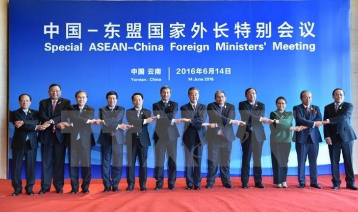 อาเซียนและจีนบรรลุความเห็นพ้องเป็นเอกฉันท์เกี่ยวกับความร่วมมือด้านการเชื่อมโยง - ảnh 1