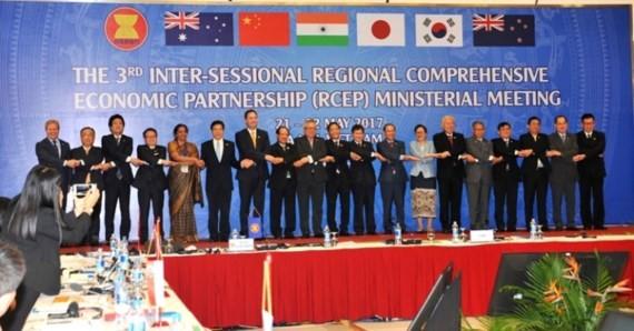อาเซียน หุ้นส่วนสำคัญในภูมิภาคและโลก - ảnh 2