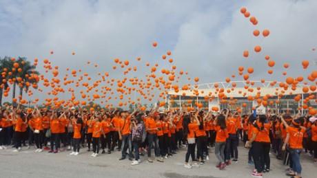 ผู้คนเกือบ 3 พันคนเข้าร่วมกิจกรรมเดินเท้าเพื่อผู้เคราะห์ร้ายจากสารพิษสีส้มไดอ๊อกซิน - ảnh 1